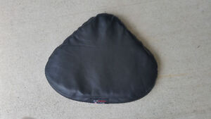 Soft-Bottom Motorcycle Gel Seat Cushion (leather exterior)