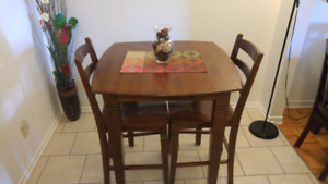 Like new solid wood table