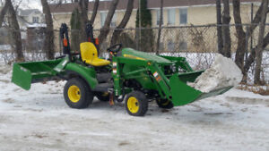 2014 John Deere 1023E with box blade and front end loader