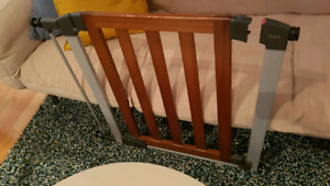 brica baby gate pressure mounted