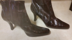 Ladies Size 11 Leather Fashion Boots