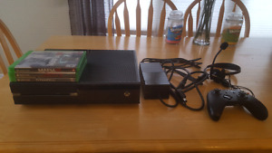 Xbox One + 3 Games