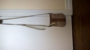 Barely used cute guess purse Cambridge Kitchener Area image 1