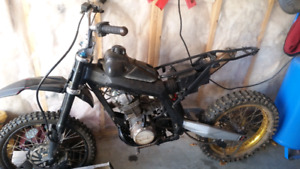 1985 200 big.red custom dirtbike