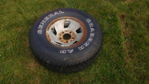 265 75 r 15  Ford truck rim and tire
