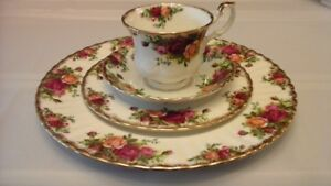 MADE IN ENGLAND OLD COUNTRY ROSES FINE CHINA