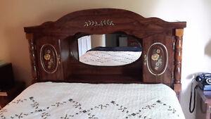 5 PIECE BEDROOM SET IN EXCELLENT CONDITION