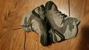 Women's Scarpa Hiking Boots Size 7