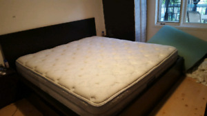 King Size Bed!! Priced to sell!! Only $350!!