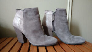 Bottes Guess femme taille 8 - 8 1/2 Grey Suede Ankle boots