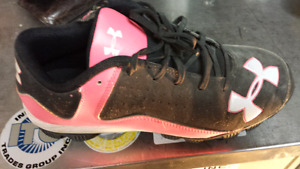 Underarmour Youths size 5y baseball cleets
