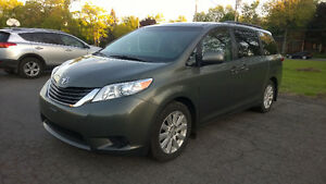 2011 Toyota Sienna LE AWD - 3.5L - REDUCED