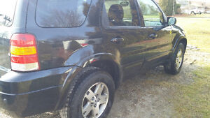 2005 Ford Escape LIMITED SUV 156,724 KMS **SAFTIED** ETESTED