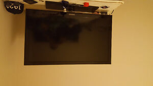 I'm selling a Samsung 42 inch TV