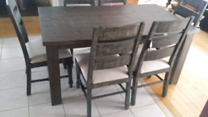 BRAND NEW Table and chairs SOLID WOOD