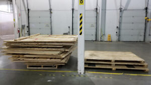 """FREE WOOD PALLET AND CRATE 90"""" X 92"""""""