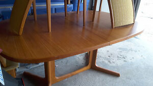 Scandinavian dining table and 6 chairs