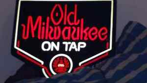 Neon light Old Milwaukee on tap bar wall lamp sign
