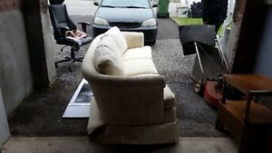 Like new off white couch West Island Greater Montréal image 3