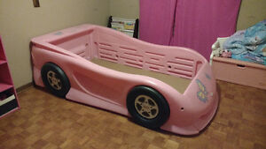 Pink twin size car bed Windsor Region Ontario image 1