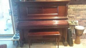 Grand Upright piano / Piano droit