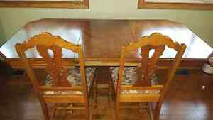 7 Piece Antique Dining Room Set. Excellent condition. Regina Regina Area image 2