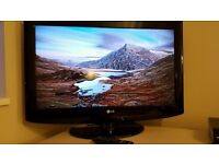 LG 32 inch TV with REMOTE and Smart USB TV OPTION
