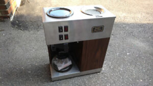 Bunn VPR Commercial 12 Cup Pourover Coffee Brewer with 2 Warmers