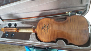 30 year old fiddle, in excellent condition,