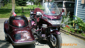 selling Honda GoldWing with side car, project bike