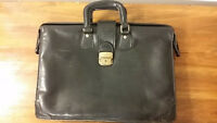 AUTHENTIQUE Sac Noir Cuir type cartable PETTINATI - Italy -
