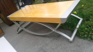 UNIQUE & QUALITY COFFEE TABLE & 2 END TABLES