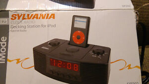 Docking station for Ipod with AM radio and clock