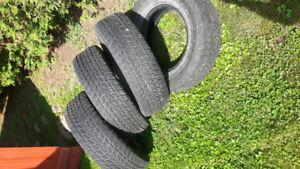 4 pneus d' hiver à vendre