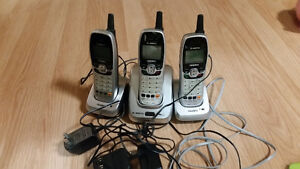 Set of 3 cordeless phones and bases