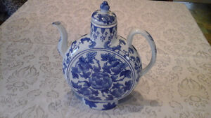 Bombay Company Chinese Blue & White Teapot