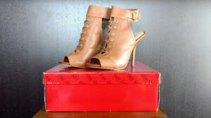Guess Kalli Lace Up Heel – Size 8.5