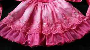 Beautiful dress size 2 Fuschia pink Kitchener / Waterloo Kitchener Area image 3