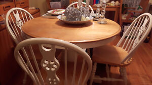 Round wooded table 4 chairs Leif insert