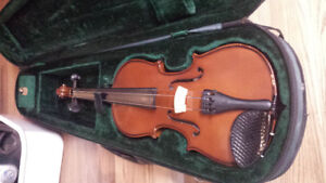 13 inch (3/4 size) fiddle with carrying case