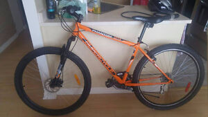 Vélo quasi neuf + accessoires à vendre