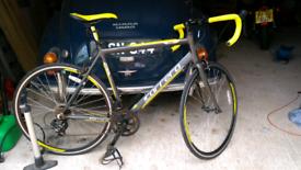 Carrera men's road bike, as new