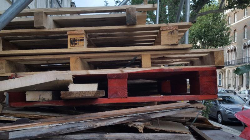 Huge job lot pallets fire wood soft wood collect w91dl ...