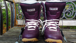 Women's snowboard and boots for sale Gatineau Ottawa / Gatineau Area image 6