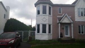 A vendre maison jumelée ou reprise de crédit