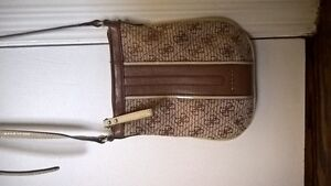 Barely used cute guess purse Cambridge Kitchener Area image 2