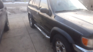 Nissan pathfinder 1998 for parts or reapair!