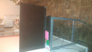 Selling 32 inch sony tv w-remote 2012 lcd