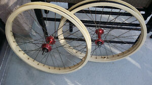 1983 Mike Buff Z-Rims with Red anno Suzie sealed hubs