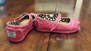 Tiny Toms: Magenta Glitter Mary Janes in Size 6.5